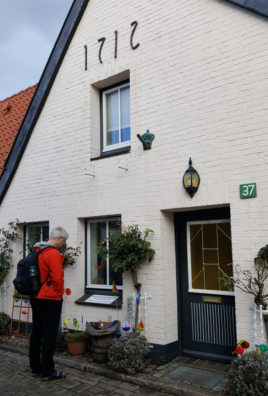 Andreas Muenchow appreciating the glass art in front of a gallery/ studio in Holm, Schleswig. Photo by Dragonfly Leathrum