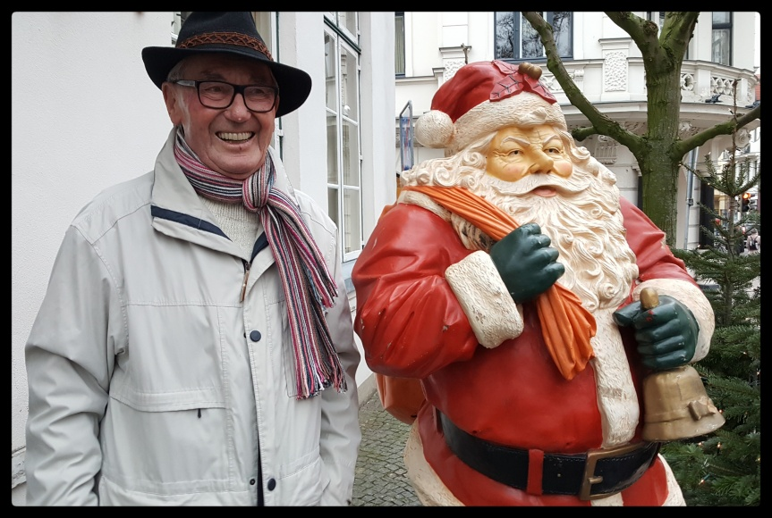 Lothar and Santa at Im Alten Zolln. Photo by Dragonfly Leathrum