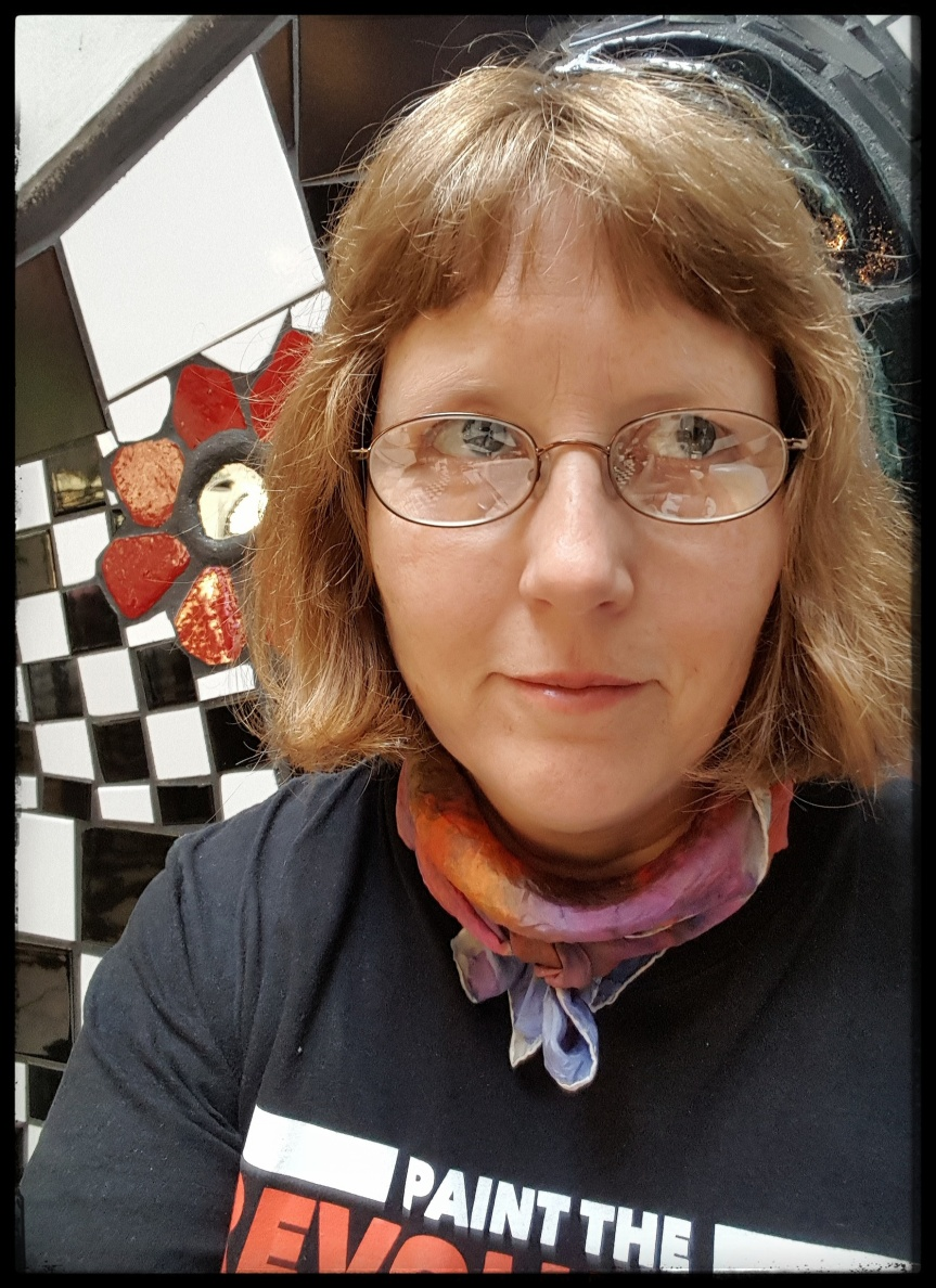 At my happy place in the Museum Hundertwasser. Selfie by Dragonfly Leathrum