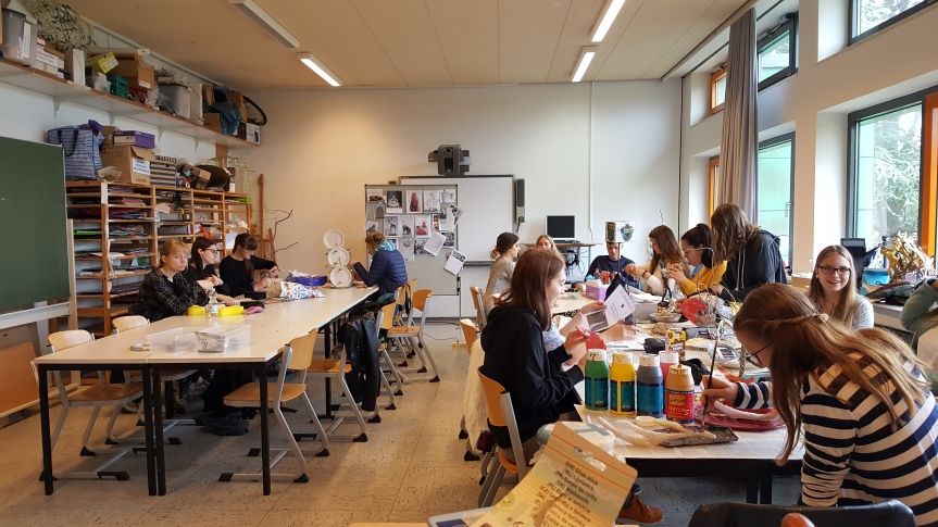 An Art classroom at the Berufsbildende Schulen Sophie School. The students are working on sculpture projects. Photo by Dragonfly Leathrum