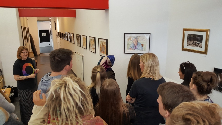 Greeting the students from Berufsbildende Schulen Sophie School at Art Impressions Gallery Bremerhaven, Germay. Photo by Christiane Matthai